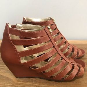 53e147d20f34 Material Girl Gladiator ZipUp Wedge Sandals sz 6.5